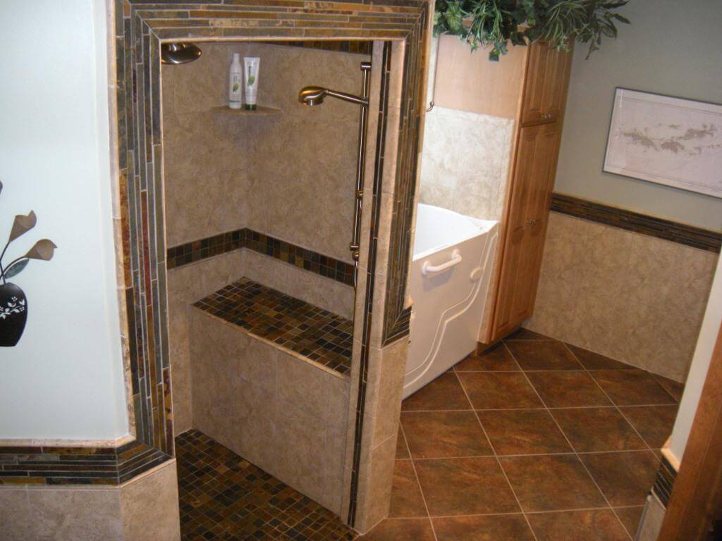 Whole bathroom - Walk-in Tub